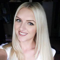 ... Denn ungeschminkte Bilder der 25-Jährigen sind leider schwer zu finden. Aber ab und zu gibt sie sich auch mit weniger Make-Up zufrieden.