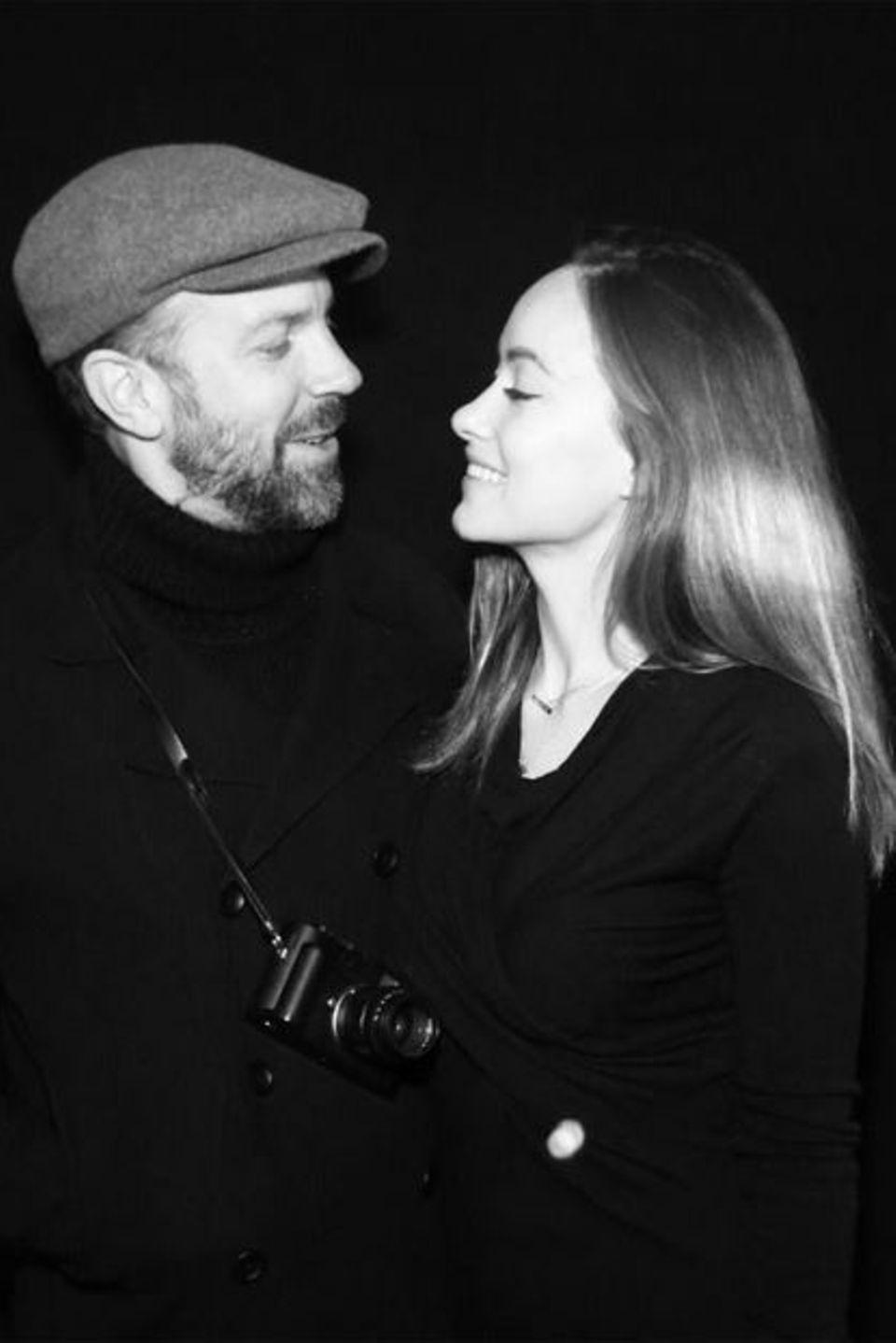 Olivia Wilde lächelt ihren Liebsten Jason Sudeikis an.