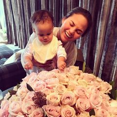 John Legend postet ein Foto seines romantischen Geschenks an seine Liebste Chrissy Teigen.