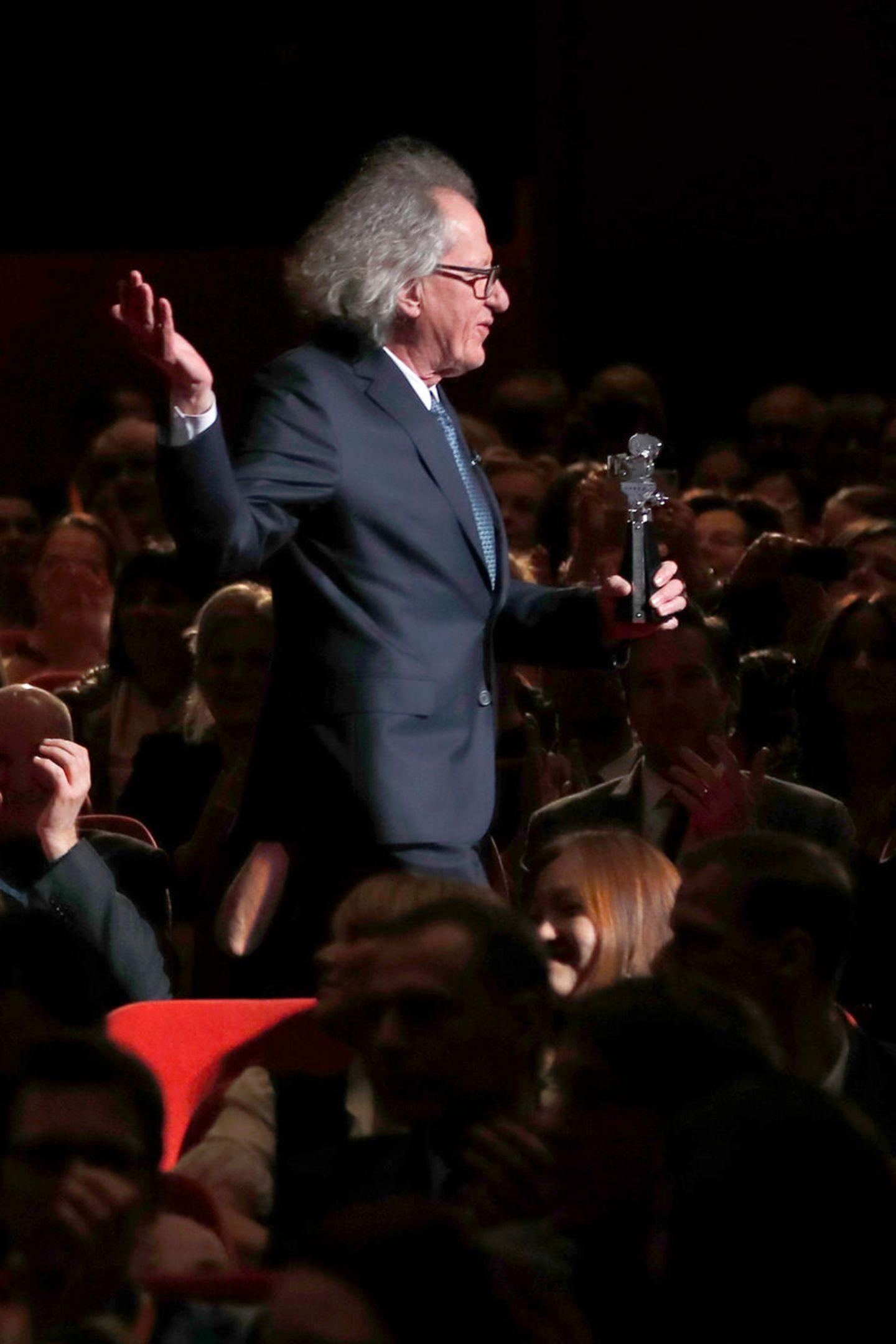 Geoffrey Rushwird mit der Berlinale-Kamera für seine langjährige Verbundenheit mit dem Festival ausgezeichnet.