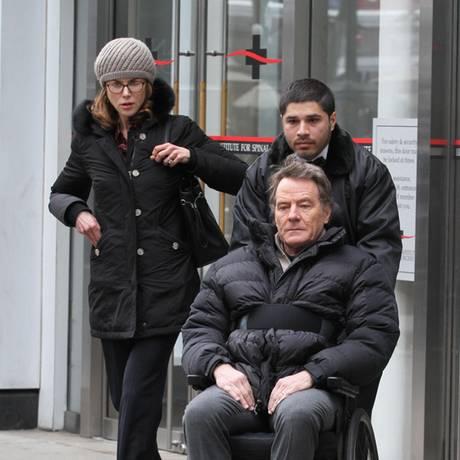 """15. Februar 2017  Wir erhaschen einen Blick von den Dreharbeiten zum Film """"Untouchable"""" mit Nicole Kidman und Bryan Cranston. Im US-Komödien-Remake von """"Ziemlich beste Freunde"""" spielt Cranston den gelähmten Millionär auf Pflegersuche."""