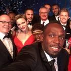 14. Februar 2017  Selfie mit Fürstenpaar: Usain Bolt macht diesesn Schnappschuss, bei dem sich Albert und Charlène zu den Laureus-Gewinnern gesellen.