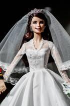 16. Februar 2017  Barbie und Ken war gestern, in Madrid kommen William und Catherine als Barbies in eine Ausstellung. Das romantische Hochzeitsoutfit stimmt fast bis ins letzte Detail. Einzig das Diadem erscheint bei Barbie-Kate anders als es in der Realität war.