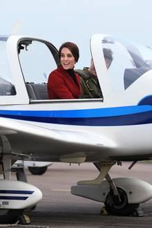 14. Februar 2017  Bereit zum Losfliegen! Kate sitzt in einem Trainingsflugzeug, mit dem die RAF Air Cadets üben.