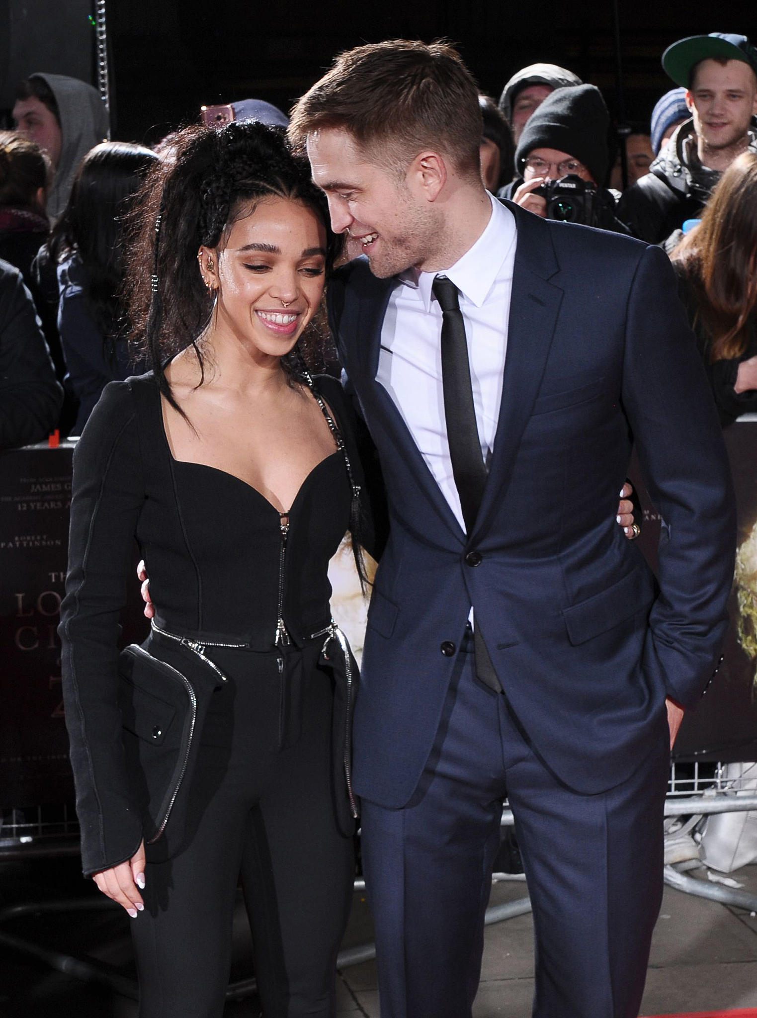 Fka twigs robert pattinson dating anyone 9