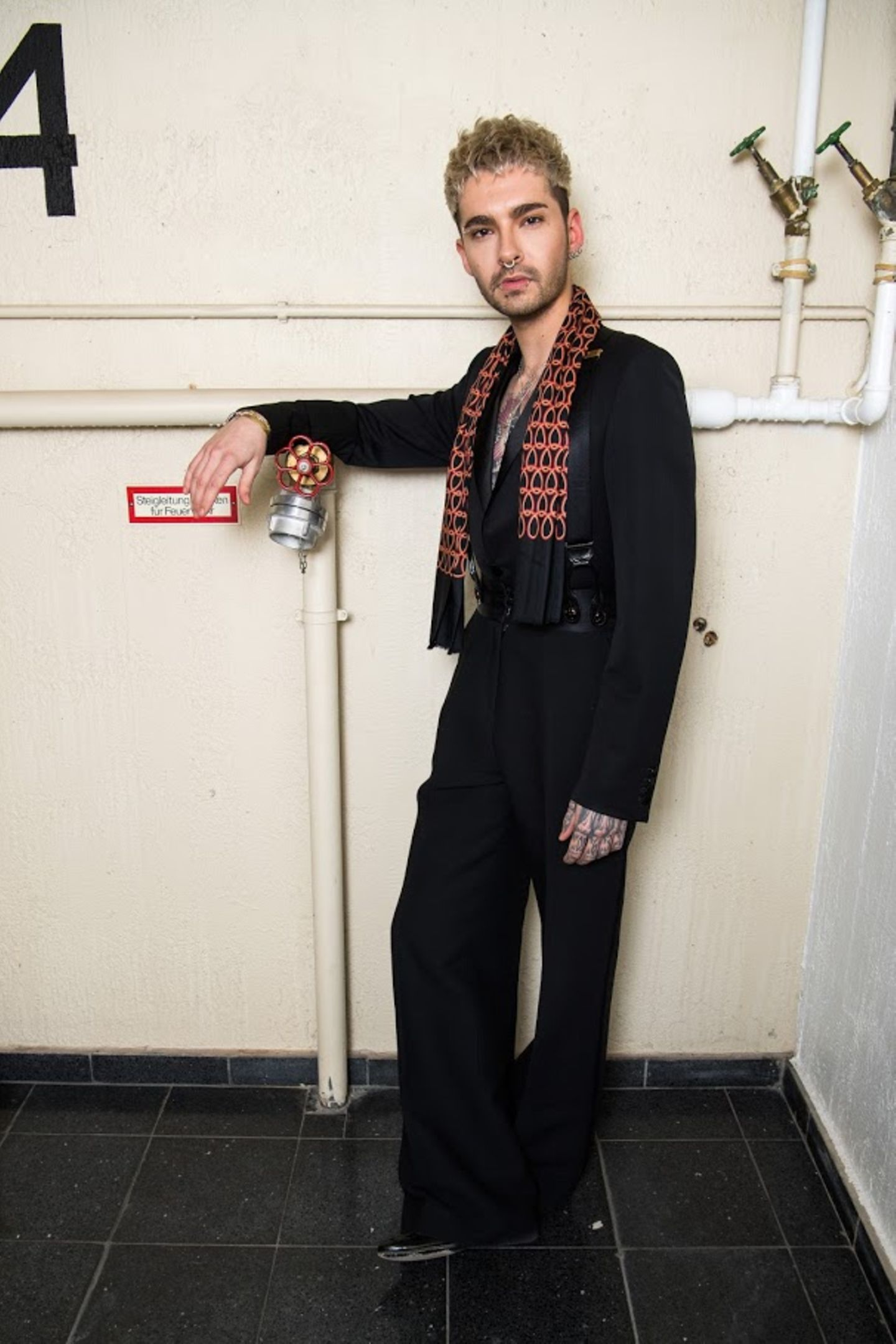Bill Kaulitz gibt bei der exklusiven Off-Berlinale-Party mit Woolrich als Event-Partner den lässigen Dandy.