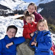 16. Februar 2017  Vor einer traumhaften Kulisse posieren Christian, Isabella, Vincent und Jospehine vor der Kamera ihrer Mutter Mary. Die Kronprinzenfamilie ist - wie jedes Jahr - zum Skifahren in Verbier. Diesmal allerdings gibt es nur die Bilder, die die Kronprinzessin persönlich schießt und kein offizielles Fotoshooting.