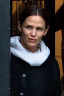 In ihrer Freizeit zeigt sich Jennifer Garner häufig ungeschminkt. Warum auch nicht? Auch ohne Make-Up sieht sie super aus!