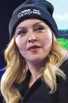 Madonna + Adoptivtöchter Estere und Stelle
