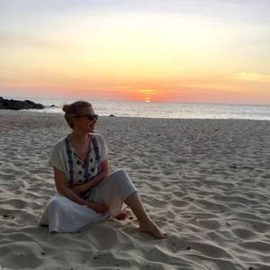 20. Februar 2017  Sängerin Kylie Minogue lässt sich vor einem atemberaubenden Sonnenuntergang ablichten.