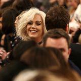 Erwischt! Katy Perry ist unter den Gästen der Christopher Kane Show zu finden.