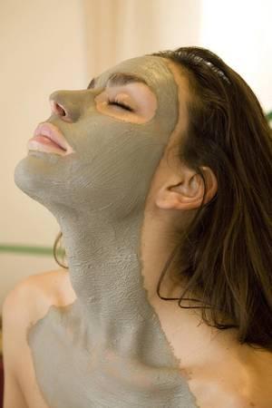 Skurrile Gesichtsmasken im Selbsttest