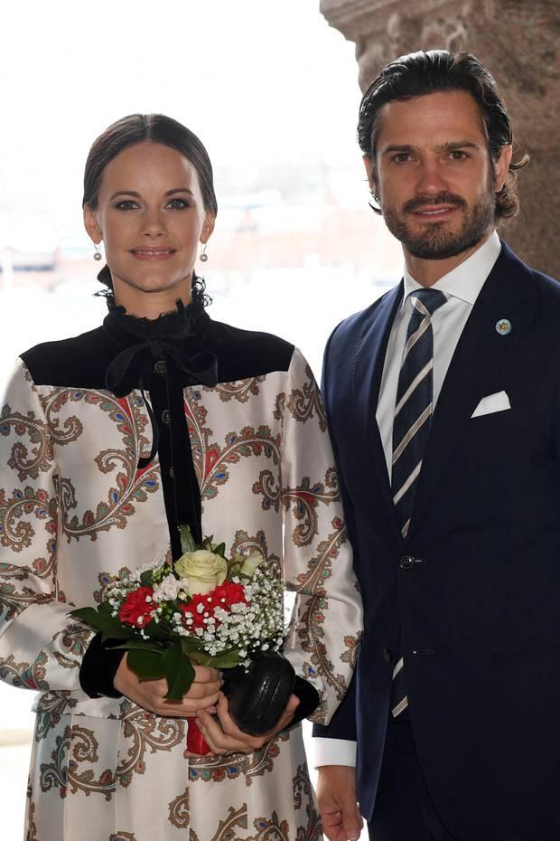 21. Februar 2017  Die königliche Familie ist seit dem Vortag im Einsatz, um bei verschiedenen Gelegenheiten, Staatsbesuch aus Canada mit Schweden bekannt zu machen. Im Rathaus stoßen Prinzessin Sofia und Prinz Carl Philip mit dazu.