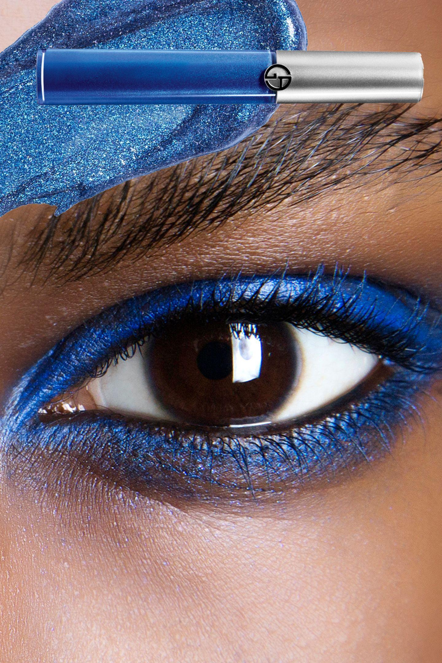 Blau, Blau, Blau:Wie schön, dass uns kräftige Farbnuancen von Kobalt bis Yves Klein rund ums Auge erhalten bleiben!