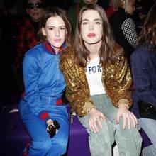 Eigentlich sieht man sie selten unter den Modezirkus-Gästen, doch wenn Gucci zur Fashionshow lädt, reist sogar Charlotte Casiraghi nach Mailand. Mit dabei: ihre beste Freundin Juliette Maillot.