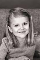 23. Februar 2017  Die kleine Prinzessin Estelle zeigt ihr süßestes Lächeln. Kein Wunder sie feiert ihren fünften Geburtstag.