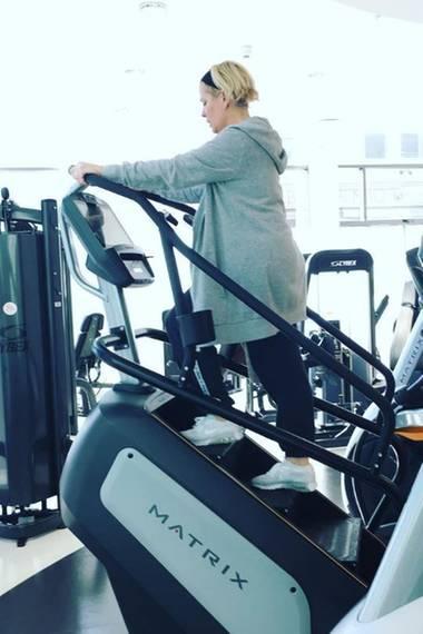 22. Ferbuar 2017  Claudia Effenberg will hoch hinaus: Der Treppensteiger sorgt für purzelnde Kalorien.