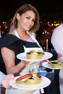Die Schürze steht ihr gut! Sabia Boulahrouz überrascht uns als Kellnerin. Doch was hat es damit auf sich? ...