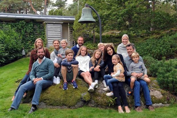 Die Thronfolger organisieren sogar richtige Treffen zum Austausch untereinander: Hier sehen wir sie vereint beim Thronfolger-Wochenende aufMågerø in Norwegen.