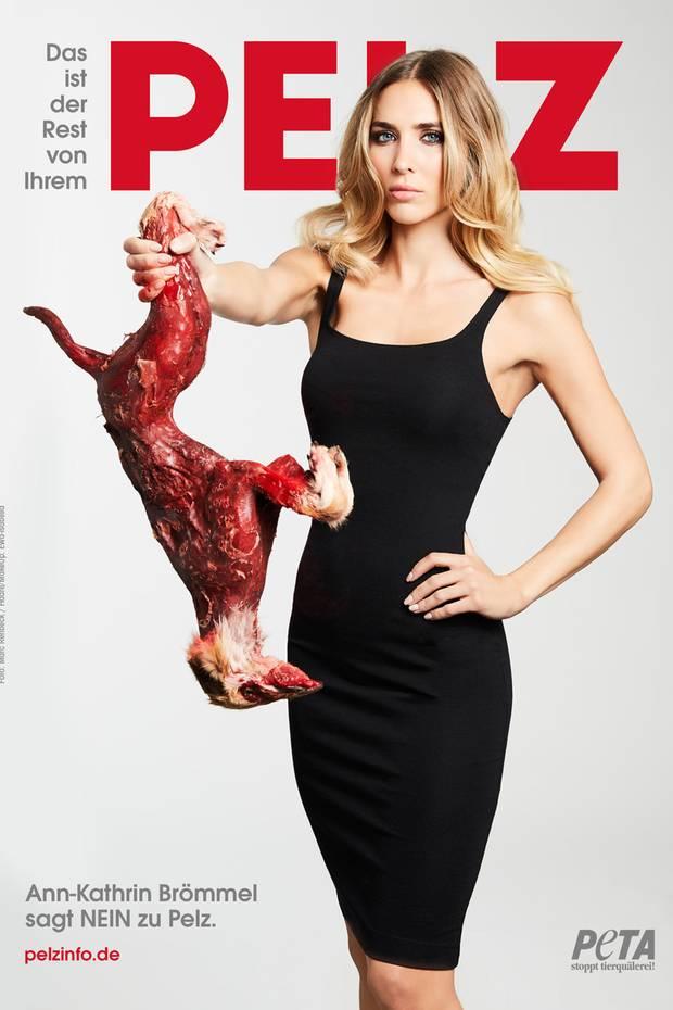 """Ann-Kathrin Brömmel sagt """"NEIN"""" zu Pelz. Die vielleicht heißeste Spielerfrau Deutschlands macht mit diesem grausamen Poster deutlich, was sie von Pelz hält."""