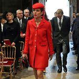 Princess in Red: Charlotte Casiraghi bezaubert beim Nationalfeiertag von Monaco im leuchtend roten Kostüm.