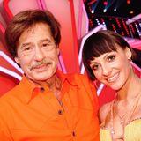 Jörg Draeger wird von Marta Arndt über das Tanzparkett geleitet.