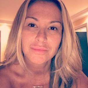 Huch, hätten Sie diesen Popstar erkannt? Erst auf den zweiten Blick erkennen wir SängerinAnastacia, die sich auf ihrem Instagram-Account völlig ungeschminkt zeigt. Daumen hoch für diese Natürlichkeit.