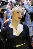 Voller Stolz postet Mama Marie Chantal von Griechenland dieses Bild ihrer Tochter Olympia, die beider Show von Dolce & Gabbana über den Catwalk läuft.
