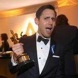 """Benj Pasek feiert mit """"la La Land"""" die Auszeichnung für den """"Besten Song""""."""