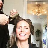 Ihre Komplettverwandlung zeigt Heidi Klum von Anfang bis Ende in einem Video auf Instagram. Zunächst noch ungeschminkt, überzeugt sie zum Schluss mit einem tollen Beauty-Look für die Aftershow-Party.