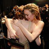 Brie Larson freut sich mit ihrer Freundin Emma Stone über deren Oscar-Gewinn.