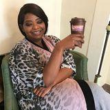 Vor der Show gönnt sich Octavia Spencer einen Kaffee.