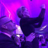 Sharon Stone hält die Highlights des Abends mit ihrem Handy fest.