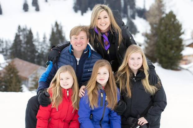 Prinzessin Amalia, Prinzessin Alexia, Prinzessin Ariane, König Willem-Alexander, Königin Máxima beim jährlichen Fototermin zum Auftakt ihrer Skiferien in Lech.