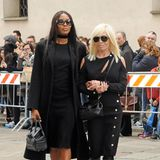 Naomi Campbell und Donatella Versace betreten den Mailänder Dom gemeinsam.