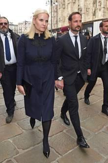 Sogar das norwegische Kronprinzenpaar Mette-Marit und Haakon sind als Trauergäste nach Mailand gekommen.