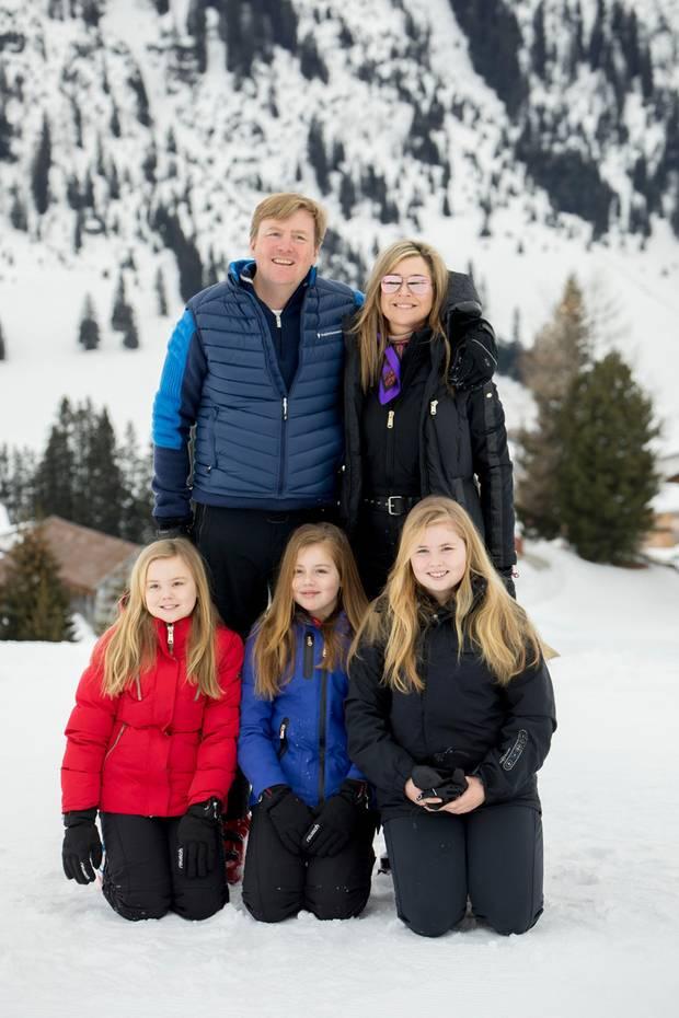 27. Februar 2017   Mit alten Traditionen sollte man nicht brechen. Auch dieses Jahr ist die königliche Familie in den Skiferien im österreichischen Lech. Und auch das obligatorische Familienfoto wird gemacht.