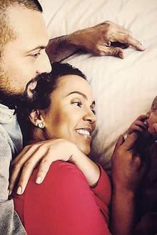 """26. Februar 2017  Und dann waren sie zu dritt: Musiker Sean Paul ist Vater geworden. Seine Frau, die Boss-Mama Jodi Jinx Stewart Henriques und er, begrüßen den neuen """"wahren"""" Boss der Familie. Der Kleine heißt Levi Blaze Henriques."""