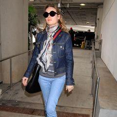 Am Tag danach ist Brie Larson im lässigen Jeans-Look kaum wiederzuerkennen.