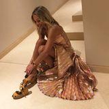 Caroline ist ein dänischer TV-Star, brachte bereits ihren eigenen Duft auf den Markt und publizierte bereits mehrere Kochbücher. Ihr Instagram-Profil ist ein Mix auf Glamour und Familie - eine Frau, die man gerne zur Freundin hätte.