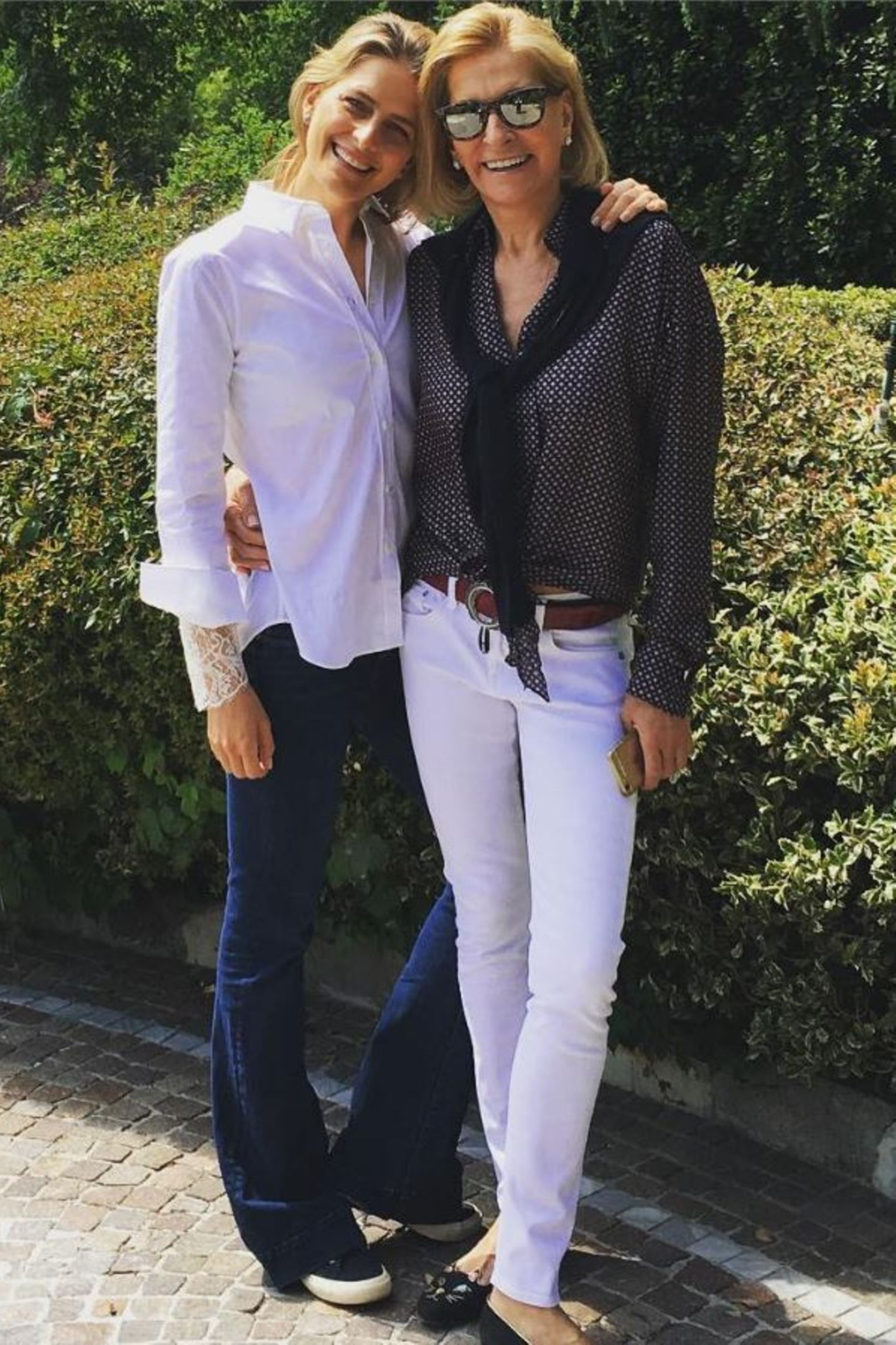 Ihr Stil ist unbeschwert, boho-inspiriert und von ihrem Jetset-Leben stark beeinflusst. Hier posiert Tatjana mit ihrer Mutter Marie Blanche Bierlein.