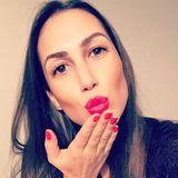 """Clea-Lacy kämpft gerade im TV um eine Rose (und das Herz) von """"Bachelor"""" Sebastian Pannek. Auf Instagram präsentiert sich die hübsche Brünette mit rot geschminkten Lippen und einem strahlenden Teint. Ihr auffällig schmales Gesicht und ihre schmale Nase hat sie wahrscheinlich einem Filter der App """"Snapchat"""" zu verdanken, der als """"Schön-mach-Filter"""" bezeichnet wird."""