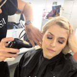 """""""Airbrush"""" betitelt das Topmodel Lena diesen Schnappschuss in ihrer Instagram-Story. Unter dem Beauty-Begriff versteht man Make-up zum Aufsprühen. Durch dieses Verfahren wird ein gleichmäßigeres Auftragen ermöglicht."""