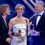 """In der Kategorie """"Beste Information"""" wurden stellvertretend für ihre Redaktionen Marietta Slomka (""""heute-journal""""), Caren Miosga (""""Tagesthemen"""") und Peter Kloeppel (""""RTL Aktuell"""") ausgezeichnet."""