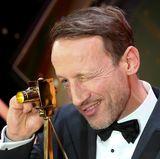 """""""Bester deutscher Schauspieler"""". ist der charmante Wotan Wilke Moehring für seine Rolle in """"Winnetou""""."""