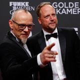 Thomas D und Smudo haben die Ehre Dieter Thomas Heck die Goldene Kamera für sein Lebenswerk zu überreichen.