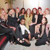"""Soviel Schönheit auf einem Fleck! Beim Fashion-Week-Event """"Brasserie L'Oréal Paris"""" sammeln Topmodels wie Doutzen Kroes (l.), Lara Stone (3.v.r.) und Schauspielerin Barbara Palvin (u.r.) um Gastgeberin und Hollywood-Star Julianne Moore."""