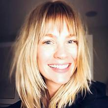 """Der neue Pony-Haarschnitt macht """"Mad Men""""-Star January Jones (39) nicht nur erstaunlich jünger, sondern ihr offensichtlich dadurch auch strahlende Laune."""