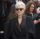 Blonde Lady in Black: Lily Allen will die Chanel-Show nicht verpassen