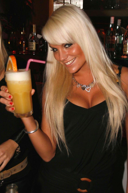 """Was fließen 2008 die Tränen, als die langen blonden Haare von Gina-Lisa Lohfink beim Umstyling einer Kurzhaarfrisur weichen müssen! Die Idee dahinter: die gebürtige Hessin soll von ihrem """"Tussi-Image"""" wegkommen."""